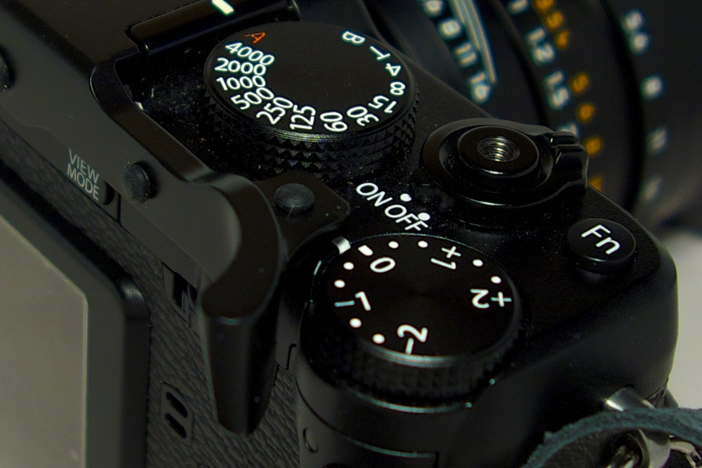 Note how the Thumbs Up keeps the thumb well away from the vulnerable exposure compensation dial.