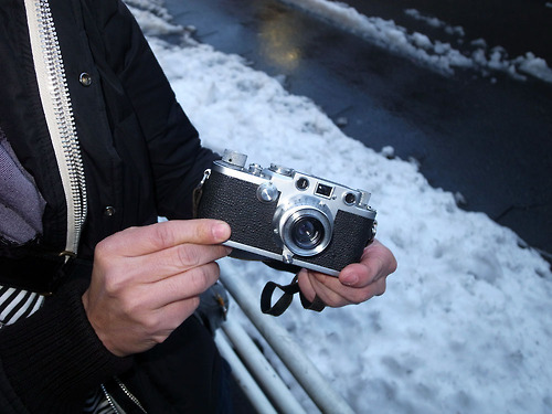 Old film cameras are booming in Japan. This picture from the wonderful web site ,   Japancamerastyle.com  illustrates a Leica IIIf with 35mm f/3,5 Summaron in Tokyo