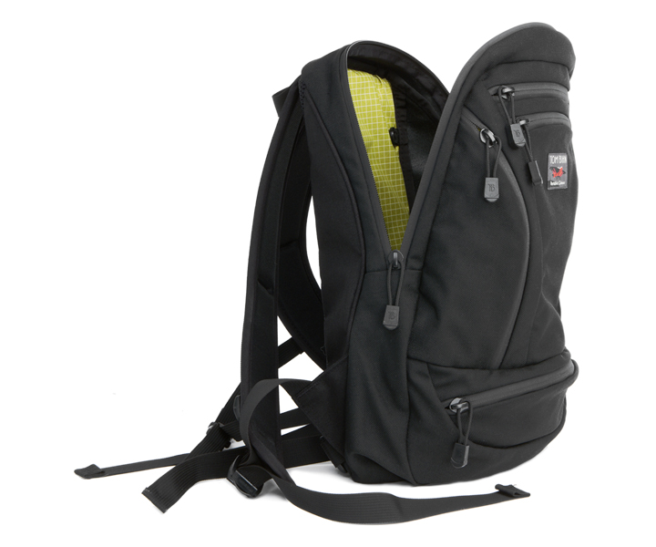Synapse 19 with green lining. I chose the steel lining. (Photo: Tom Bihn)