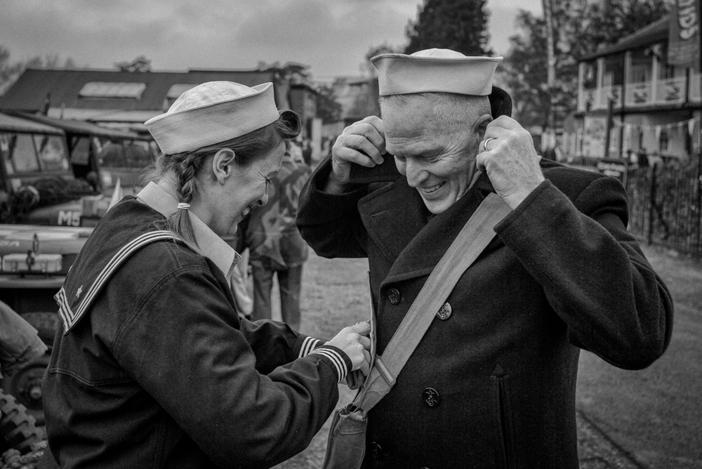 After the kiss, time to button up for the November chill (Leica M-P)