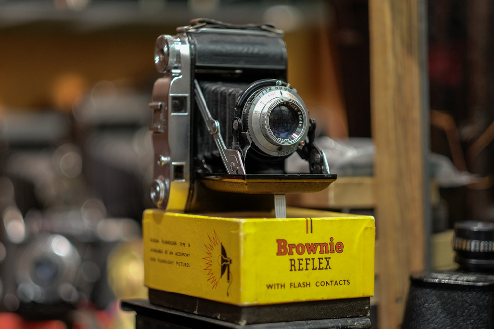 Brownie Reflex, Bellowsy Stuff according to Ivor Cooper of Red Dot Cameras: f/1.2 @ 1/100s