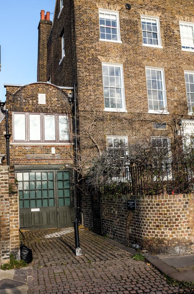 In the garden of this riversidehouse in Hammersmith, West London, the world