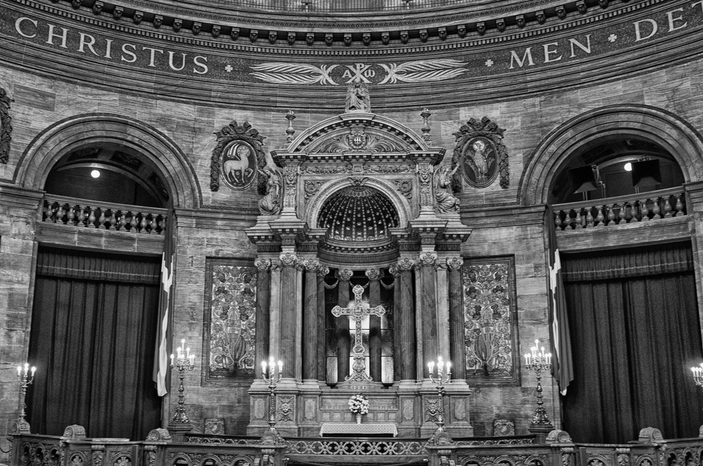The Marble Church in Copenhagen: f.2,8 @ 1/30s, ISO 800
