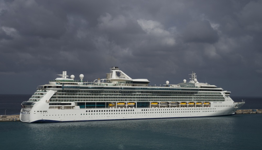 Jewel of the Seas at Barbados, extreme detail. M-P, f.8 at 1/200s ©Brian Bower FRPS