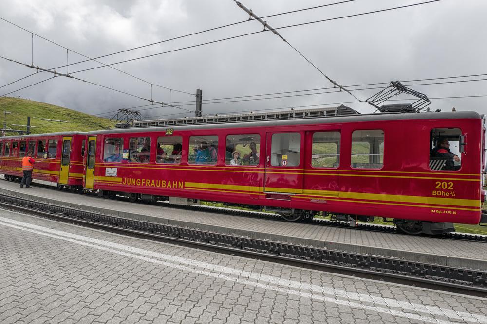 Yet more tourists returning to Kleine Scheidegg from the Jungfraujoch