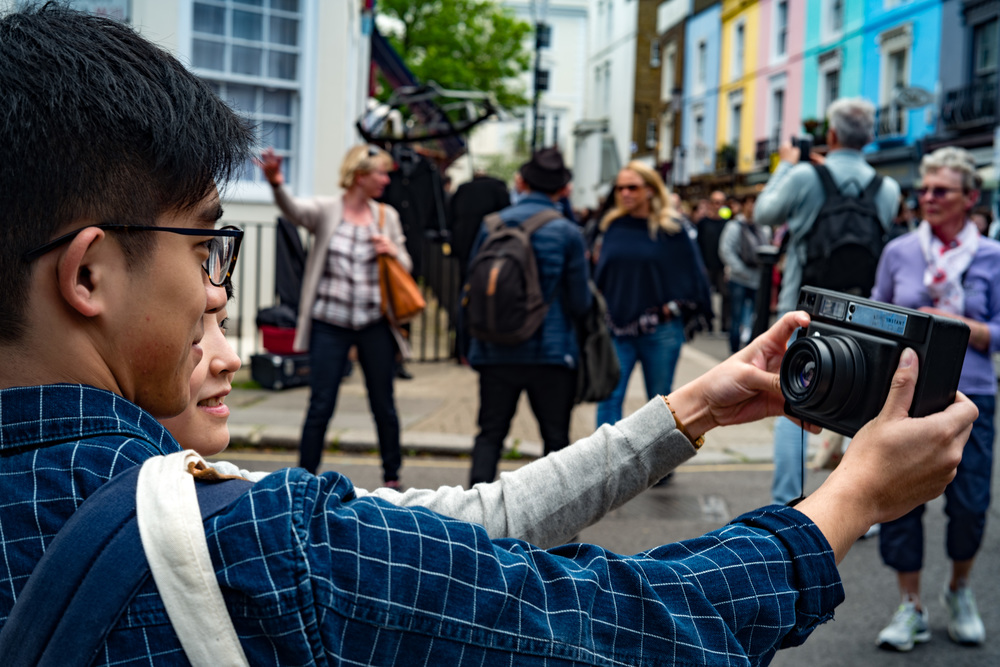 Lomo selfies in Portobello Road: Zeiss Sonnar and Leica SL