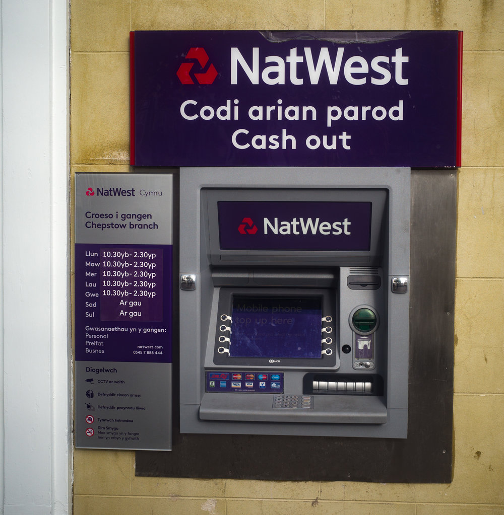 Running out of the old arian parod? Better nip along to NatWest Cymru and zone-focus in on the peiriant arian. This is taken about 1.2m from the machine, just north of the Summaron