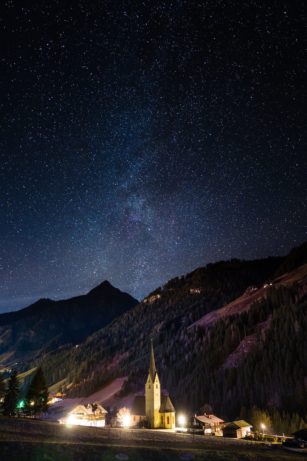 The Milky Way above the church of St.Leonhard in Austria. This picture from January was taken long before the firmware update in the summer considerably extended the longest possible exposure times. Now it is even easier to capture the required amount of starlight. The only tricky bit in this kind of night photography is to focus on infinity. Here it was simple — I set focus manually on the church.