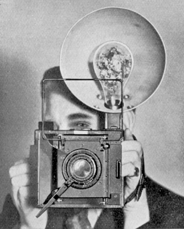 [Fig.10] Roth Superspeed Press camera introduced in 1934. It was the first camera with built-in synchronisation for flash bulbs. It was expensive at £51-8s-0d with Meyer f/3 lens.