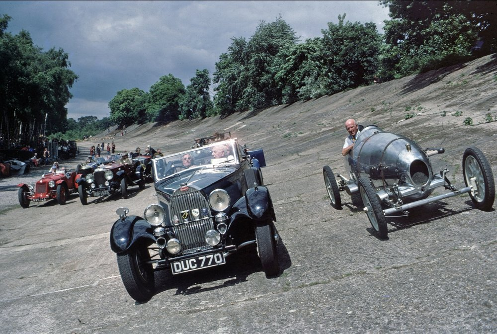 The start of the Reunion Parade of pre-war exotica on the ancient 1907 banked circuit