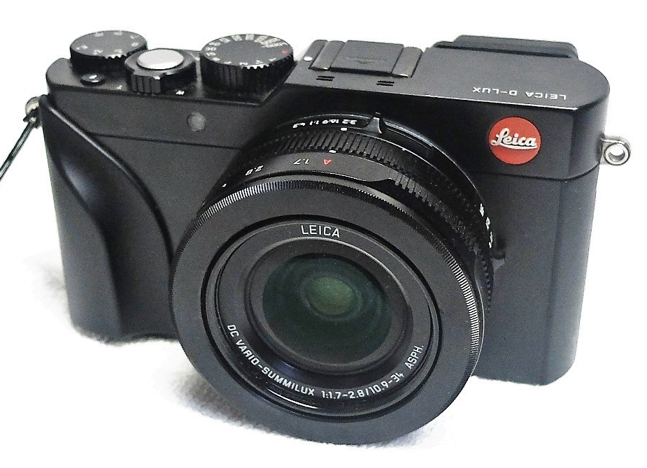 Leica D lux 109 – the aftermarket handgrip by Richard Franiec fits perfectly and significantly improves handling of the camera