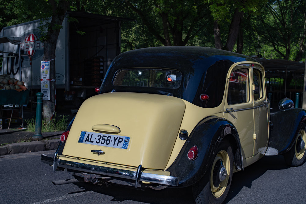 An uncomplaining old Citroen. Suitable case for a crafty shot, you might think. But wait, what if the owner of that number takes offence? The GenDaPro could be on your case in hours