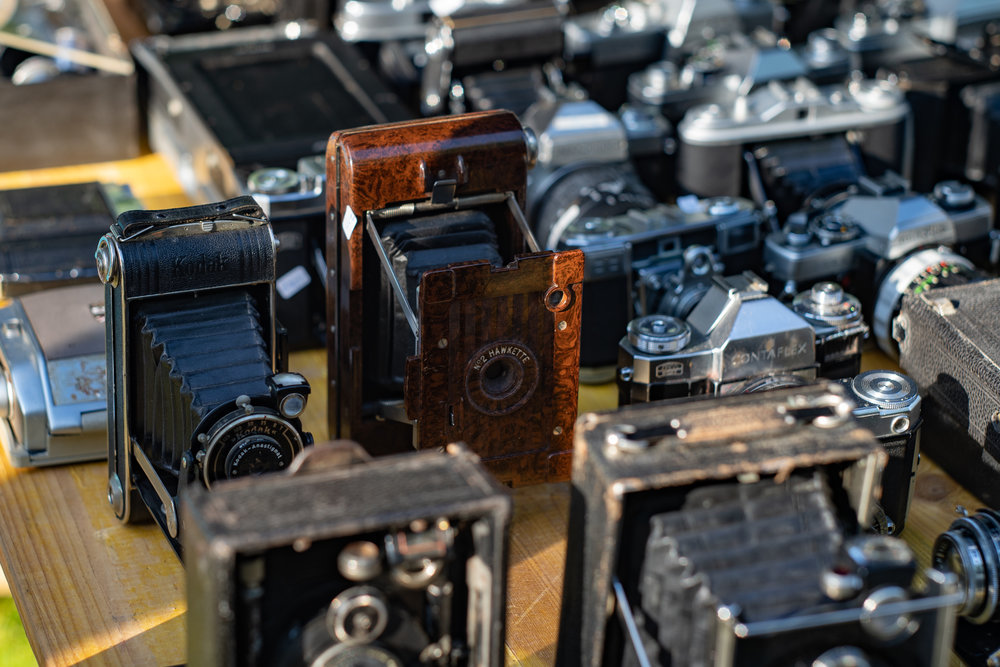The bakelite No.,2 Hawkette is typical of cameras which were offered as incentives to collectors of cigarette cards, accord to  British classic dealer, Peter Loy .