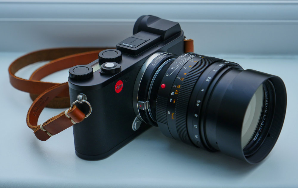 Now you can lock all the buttons on the Leica CL so that no adjustments to functions can be made, no access to menus is possible. But why? It