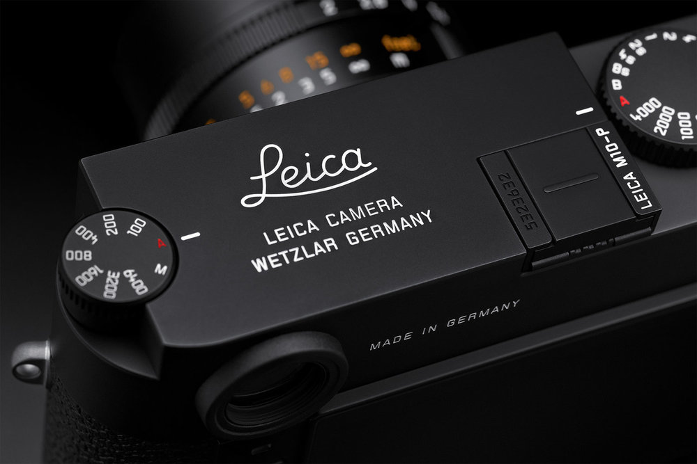 The gradually emerging diagonal shot of the Leica top-plate is seen by some recipients of the daily email as a treat,,,,