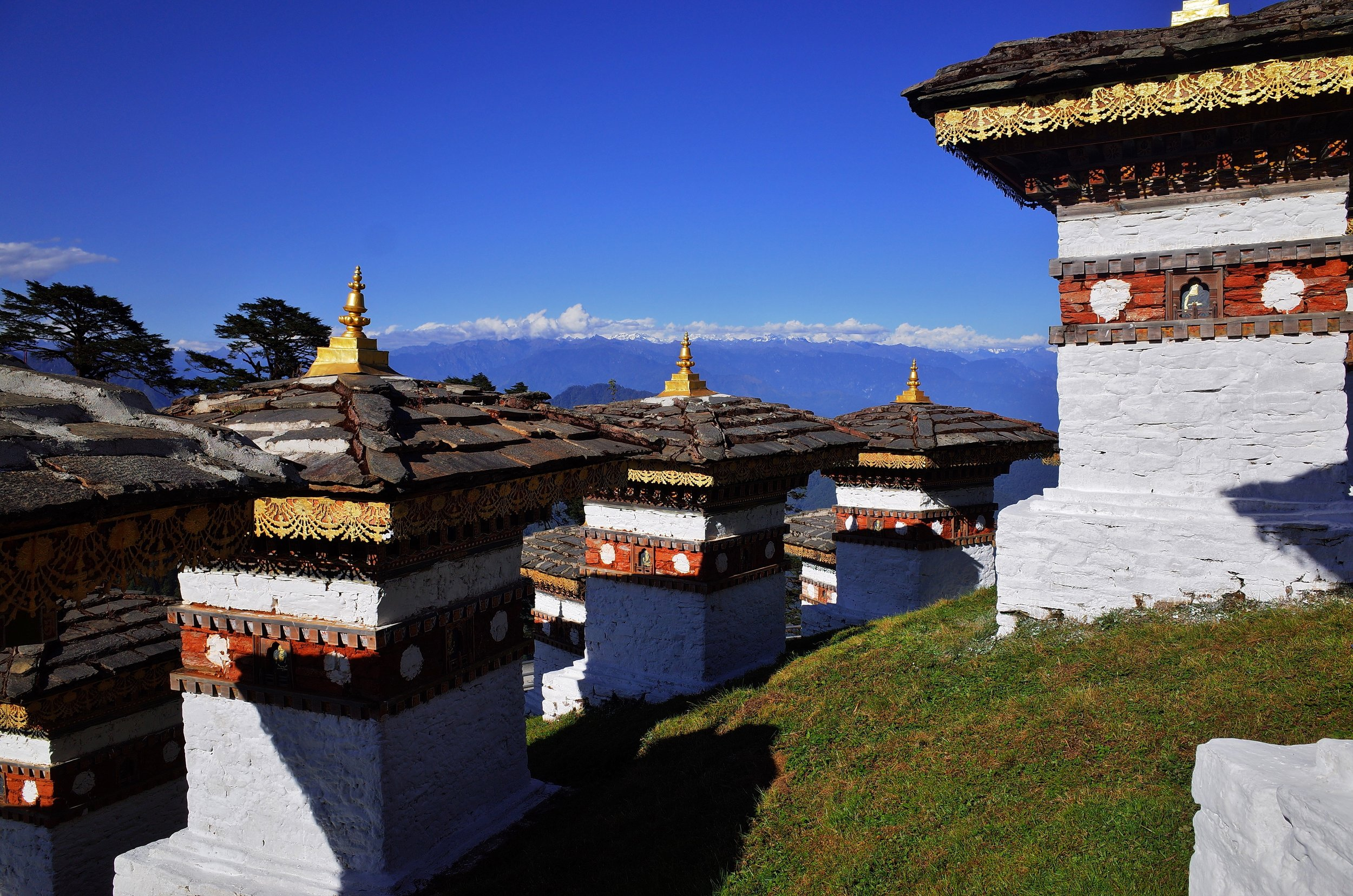 Stupas with a view on the Himayalan range (28mm)
