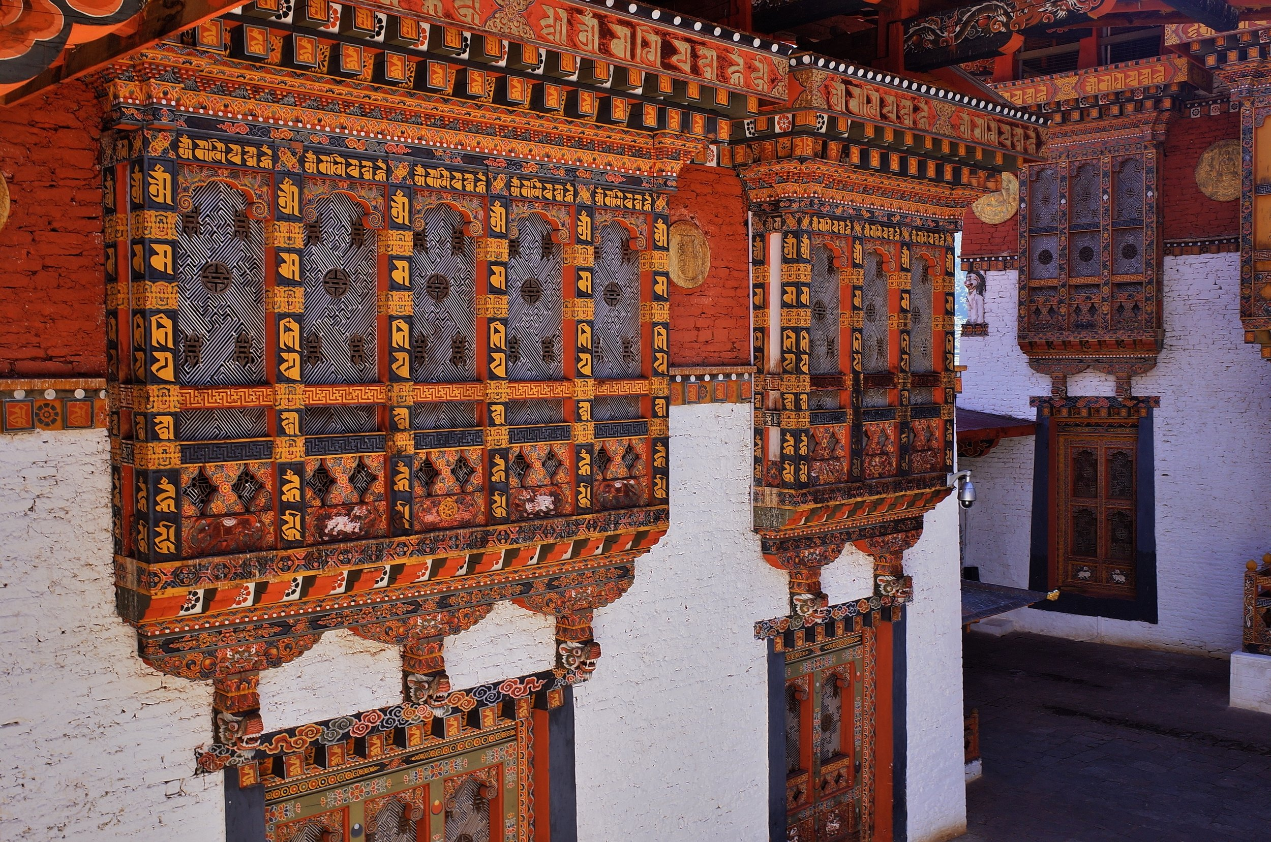 Of course, you will expect to see the fantastic tzongs (Bhutanese forts combining a regional council with a monastery). 35Mm crop
