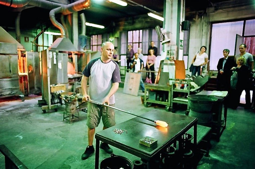 Glass-making in Murano, Venice; M3, modern 24mm f1.4 lens, with unknown-brand (rebranded Kodak?) 'Lomography' ISO 800 film.