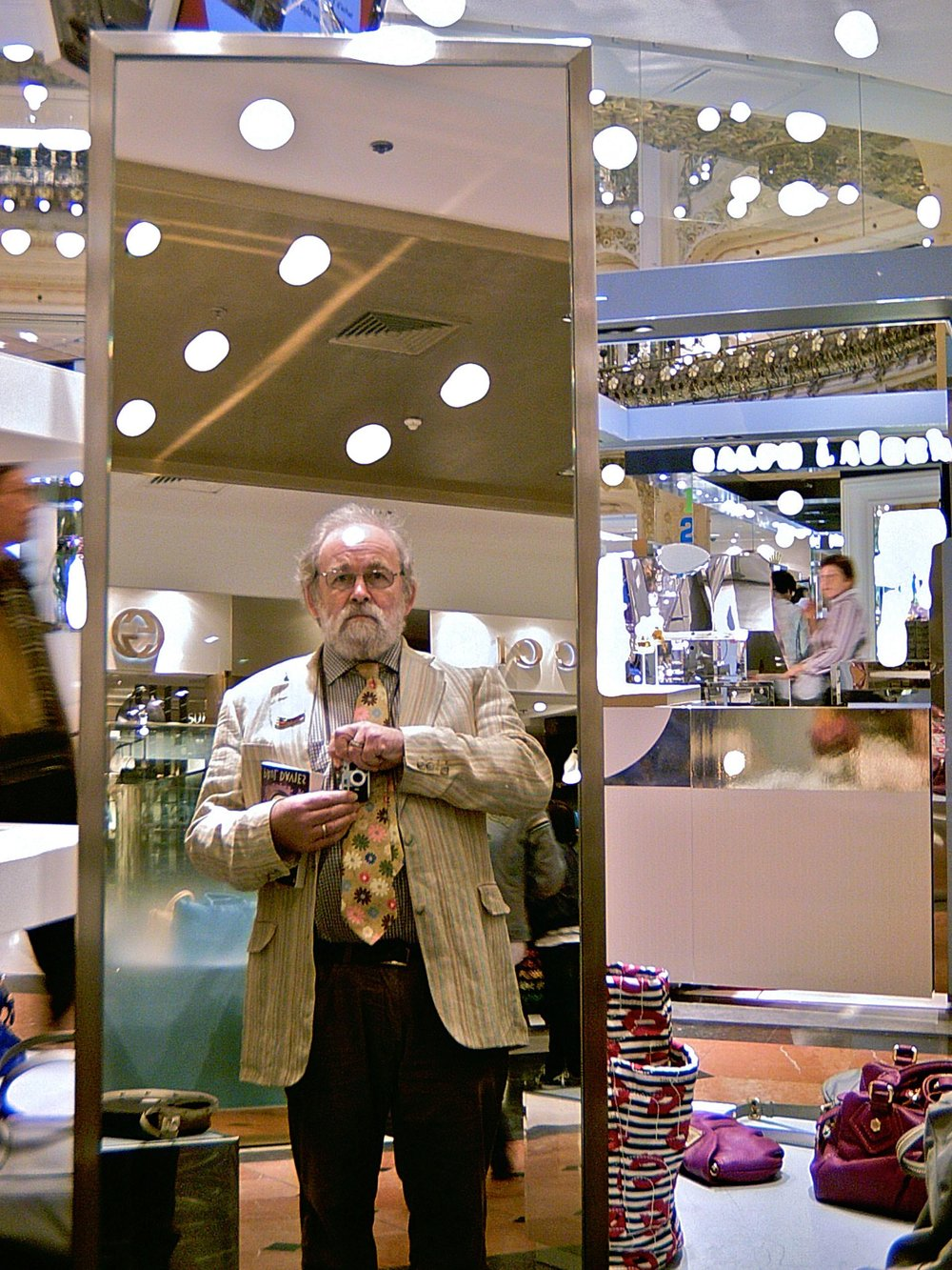 Above image and the two below: Minox indoors at Galeries Lafayette department store, Paris; automatic 1/10th second shutter speed, f2.8, manual (guessed) focus, ISO 100.