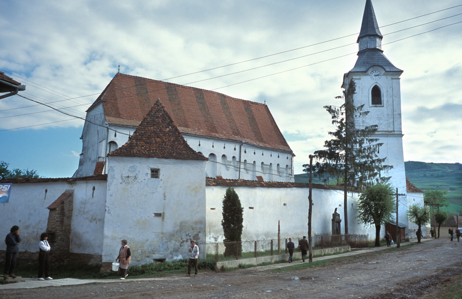 The fortified church in Szekelyderz dariju village in Transylvania (Leich M6 and 35mm f/1.4 Summilux)