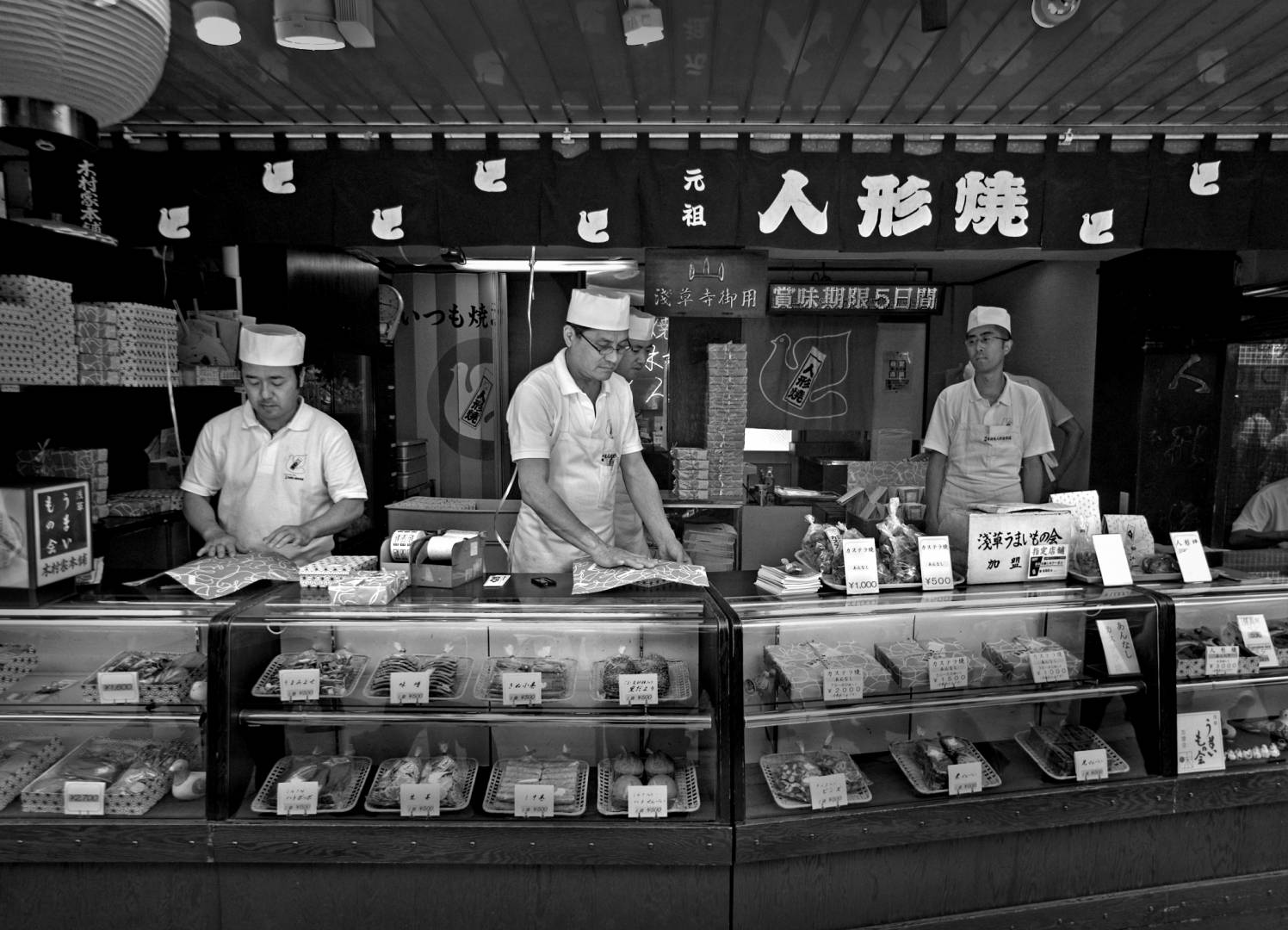 Asakusa Temple, Baked goods shop, Leica M8 28mm Voigtlaender