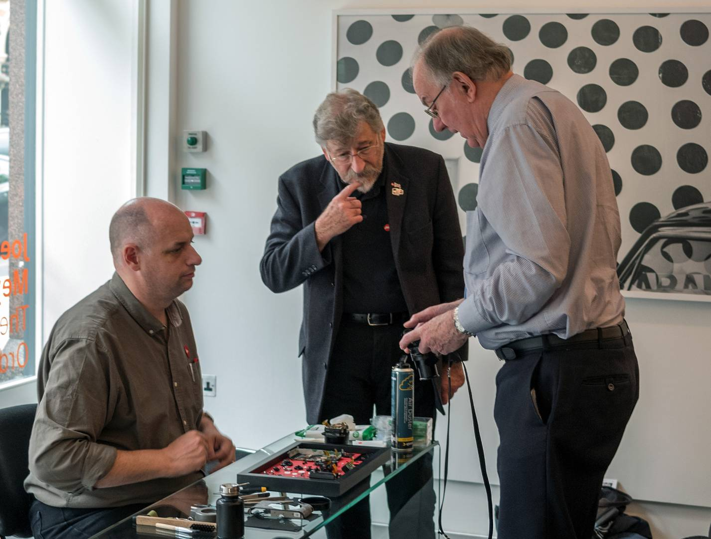 Peter Anderson discussing his Leica with technicial David Slater and Nobby Clark. Nobby co-edited the Leica Pocket Book 8th Edition, now supplied by Red Dot Books.