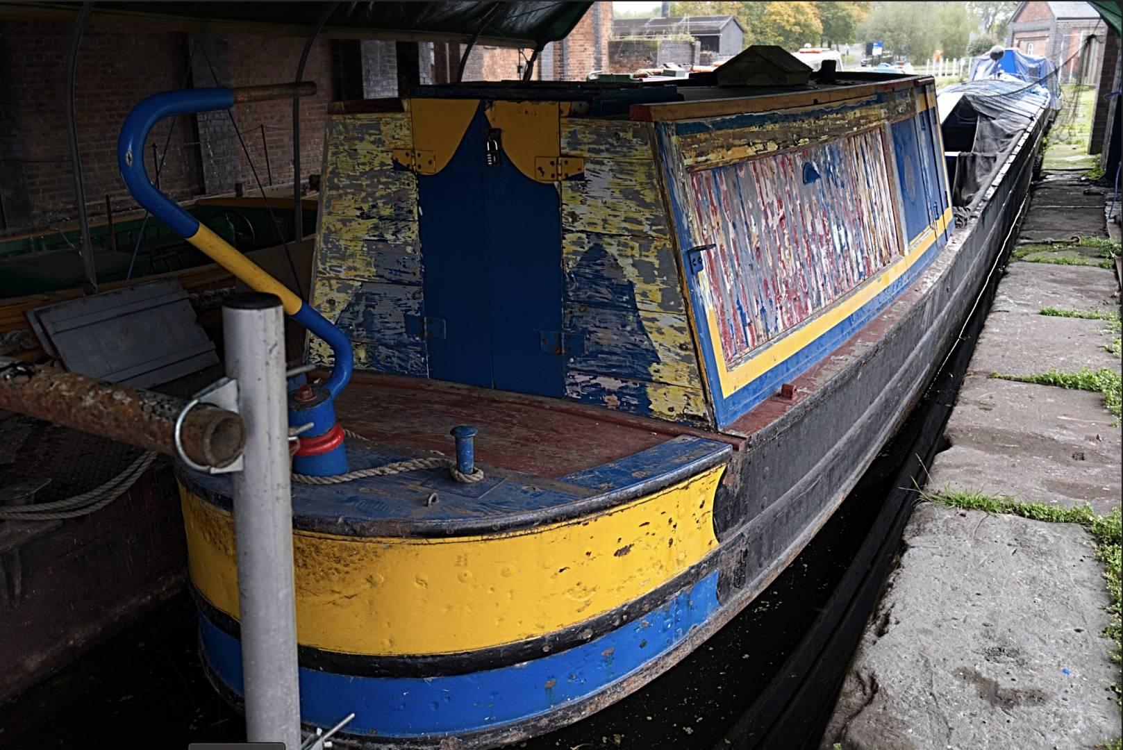 Restoring a Canal Boat  Fuji X-T20 + 10 - 24 f/4