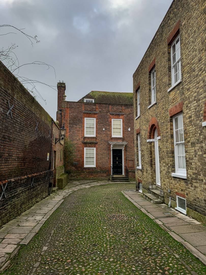 At the top of Mermaid Street lies the home of E.F.Benson whose Mapp and Lucia novels take place in the fictional seaside town of Tilling, based on Rye