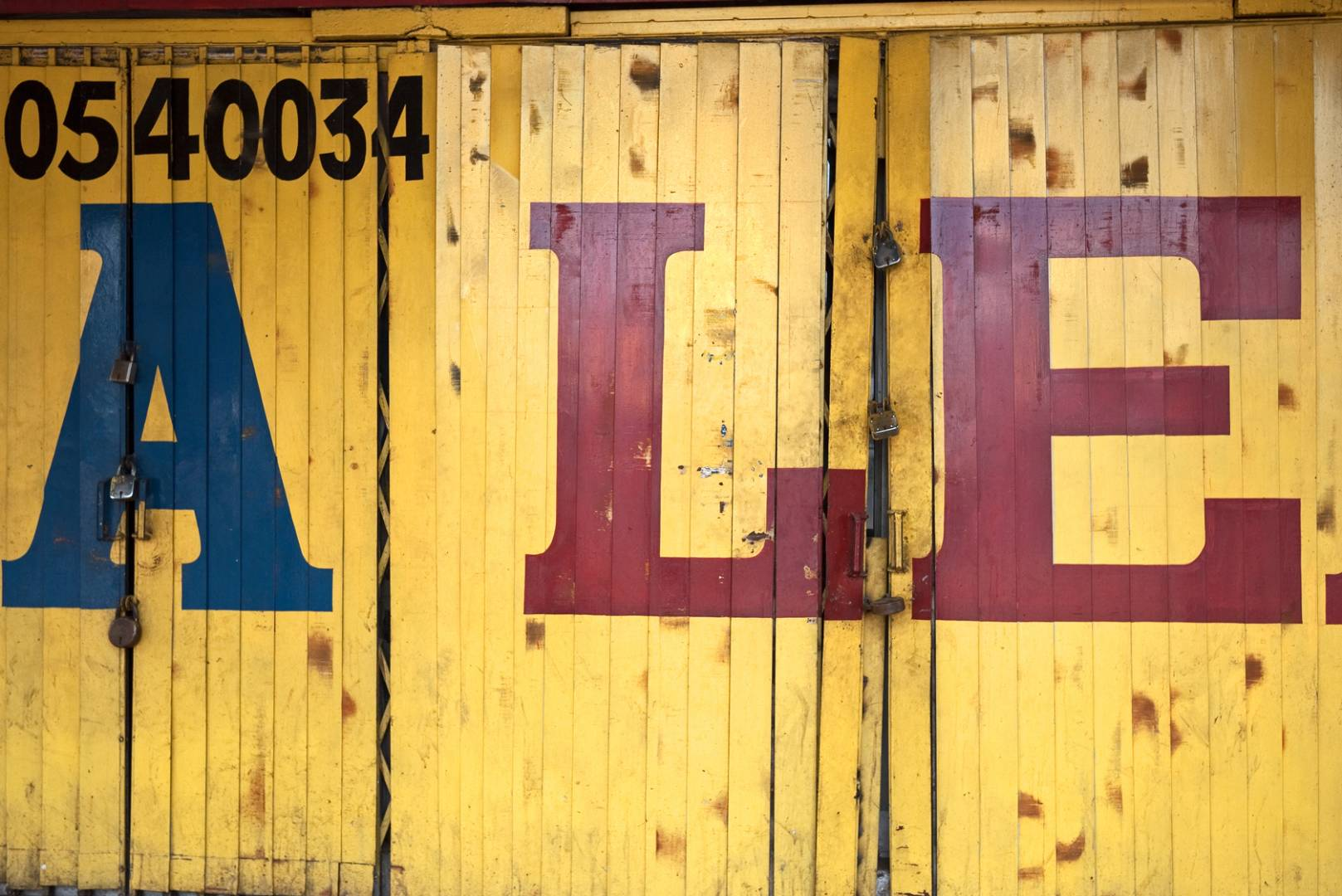 A shopfront near Kashmere Gate and some selective framing.