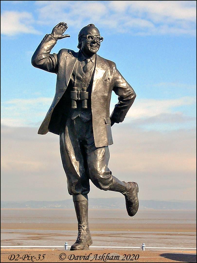 Statue of Eric Morecambe, comedian (Digilux 2 1/320 sec at f/6.7)