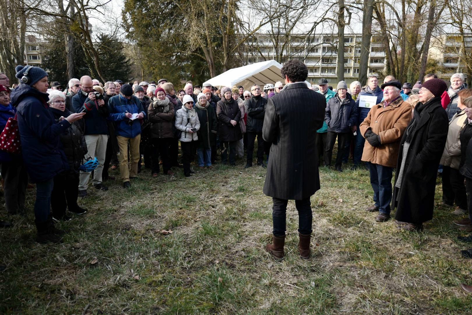 One man and a crowd. Hotel investor Hans Jürg Buff faces the people who want to preserve the trees on his property. (Leica SL, 24-90, 24 mm, 1/160 sec, f/3.2, ISO 50)