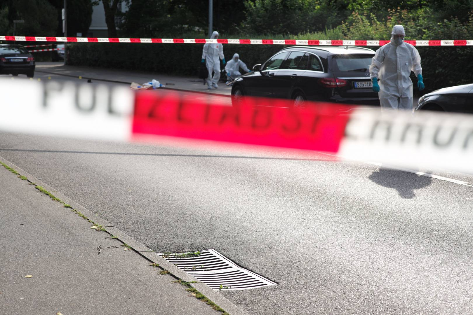 Crime scene in the otherwise so tranquil city of Constance. Police officers investigate the stabbing of a taxi driver. (Leica M 262, Summarit-M 75, slightly cropped)