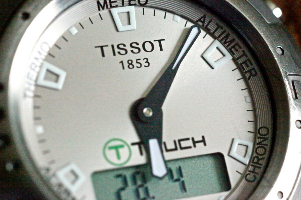 This watch-face close-up was shot at ISO 25,600. Grain? What grain?