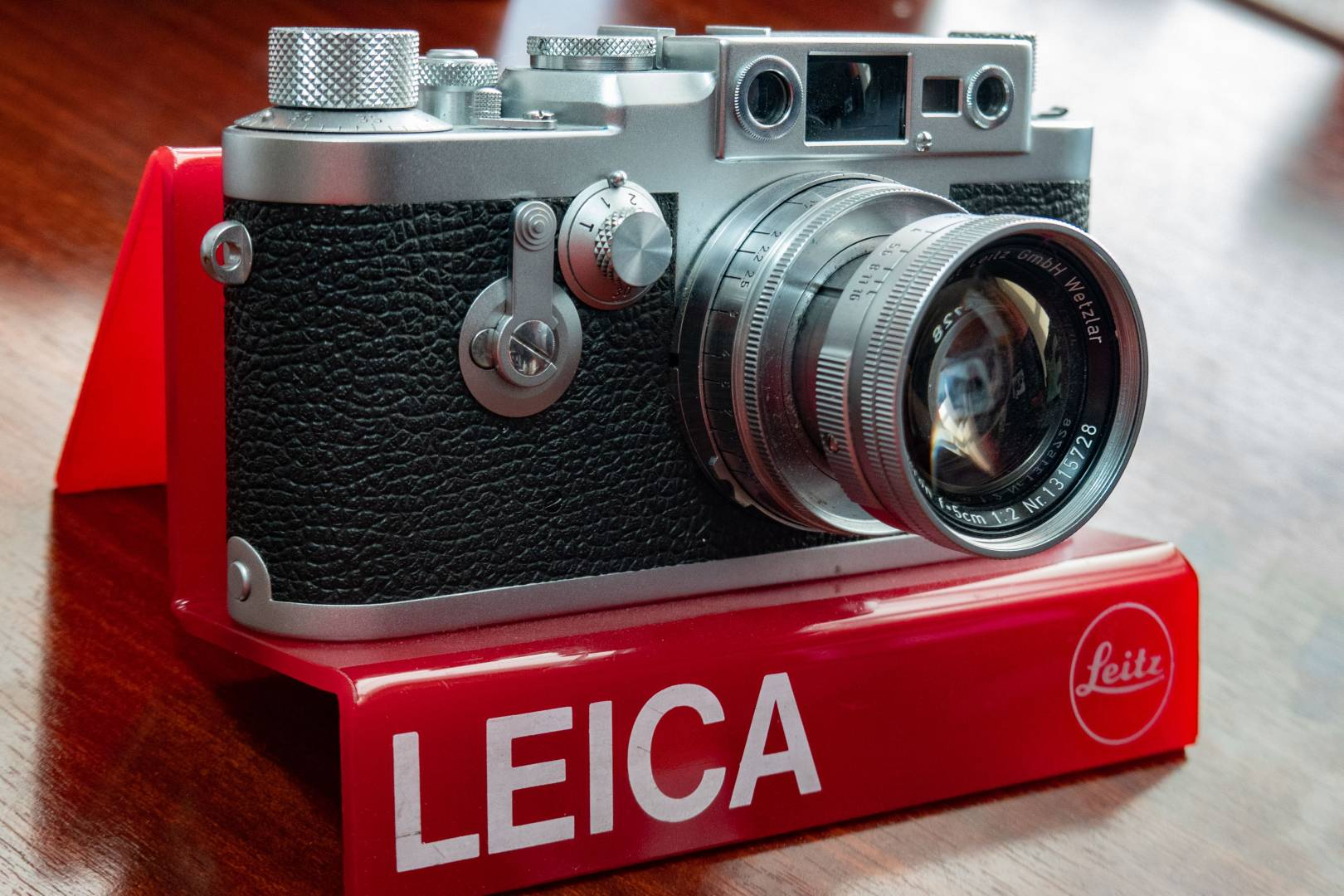 This Leica Leica IIIg made in 1956 fits in the under-£1,000 bracket, although you'll need some glass. Mounted on the caemra is a 1955 5cm Summicron. The IIIg was the best and last screw-thread Leica which sold alongside the rangefinder M3 until 1960. Some photographers couldn't be weaned off them.